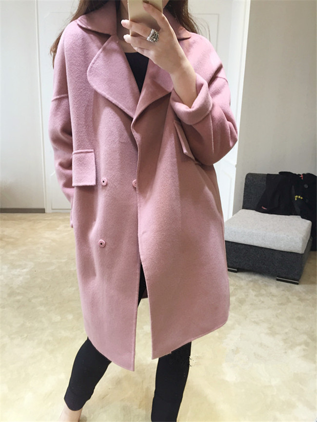 สีชมพู : เสื้อโค้ทกันหนาว ทรงสวย ผ้ากำมะหยี่ผสมสักกะหลาด เนื้อเบา ไม่หนา ทรงไม่เข็งค่ะ บุซับในกันลม พร้อมส่งจ้า