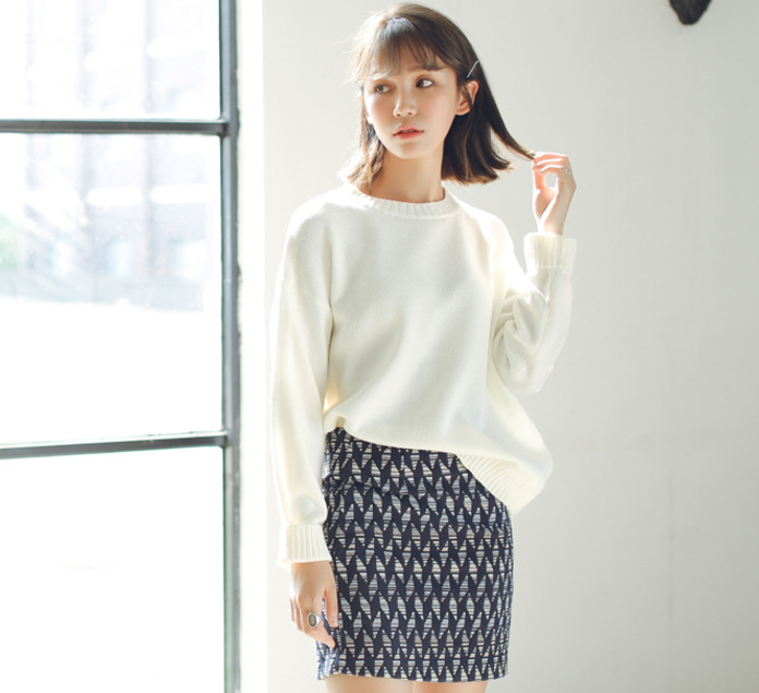 Sweater เสื้อสเวทเตอร์แขนยาว สีขาว ทรงสวย จะใส่เดี่ยวไหรือใส่โค้ทคลุมก็เริ่ด