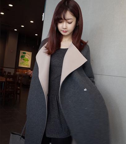 เสื้อโค้ทกันหนาว สีเทาขาว ทรงยาวผ่าข้าง ด้านนออกเป็นผ้าวูลผสมสักกะหลาด ขอบด้านในเป็นผ้าสำลี บุซับในกันลม พร้อมส่งจ้า