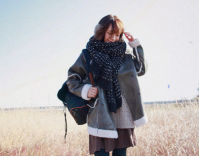 ผ้าพันคอกันหนาว ไหมพรม เกาหลี สีดำแซมขาว น่ารักคุณหนู พร้อมส่ง