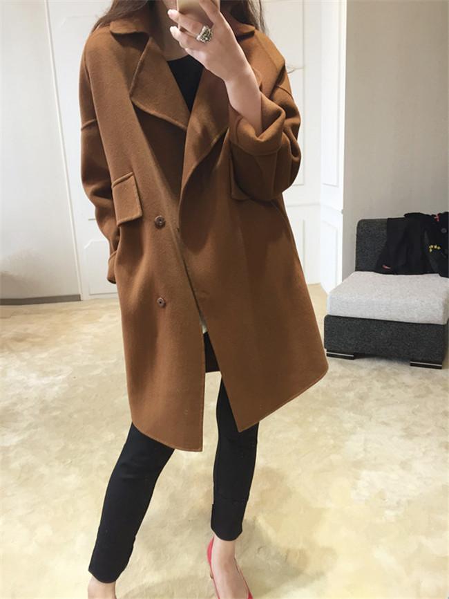 สีน้ำตาล : เสื้อโค้ทกันหนาว ทรงสวย ผ้ากำมะหยี่ผสมสักกะหลาด เนื้อเบา ไม่หนา ทรงไม่เข็งค่ะ บุซับในกันลม พร้อมส่งจ้า
