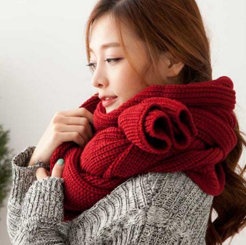 ผ้าพันคอไหมพรม เกาหลี สีแดงสด มิกกับชุดไหนก็สวย ใส่ได้ทั้งผู้ชายและผู้หญิง พร้อมส่ง