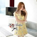 พร้อมส่ง - Size M Lady Daisy Ribbon Off-shoulder Mini dress : มินิเดรสเปิดไหล่โบว์ลายดอกเดซี่โทนสีเหลือง