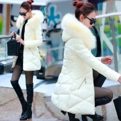เสื้อกันหนาวฮู้ดดี้ ทรงสวย แต่งเฟอร์หนาฟู สีขาวครีม งานเกรดดีเหมือนแบบ อุ่นมาก หิมะก็เอาอยู่ (ถอดขนถอดฮู้ดได้)
