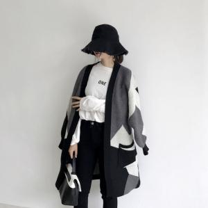 เสื้อคลุมกันหนาว ยาว 34 นิ้ว ไหมพรม ทอลายขาวดำ เก๋ๆ