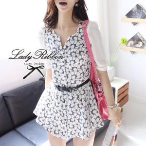 พร้อมส่ง - Black and White Blooming Flowery Dress Size M: เดรสแขนสามส่วนพิมพ์ลายดอกไม้ ขนาด M